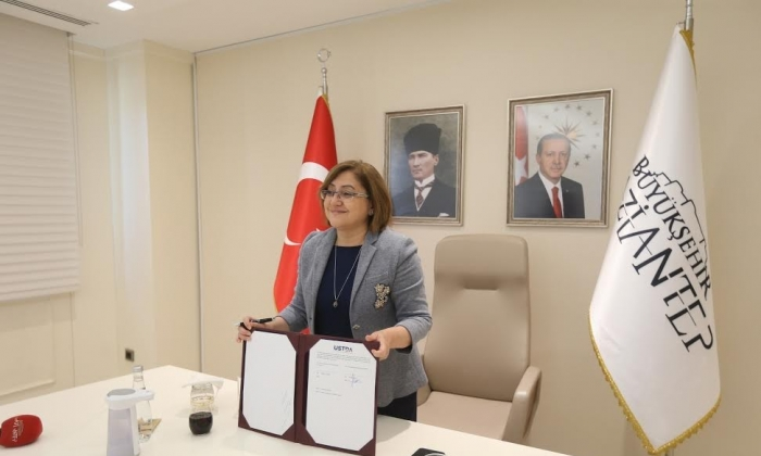 FATMA ŞAHİN'DEN AKILLI PROTOKOL