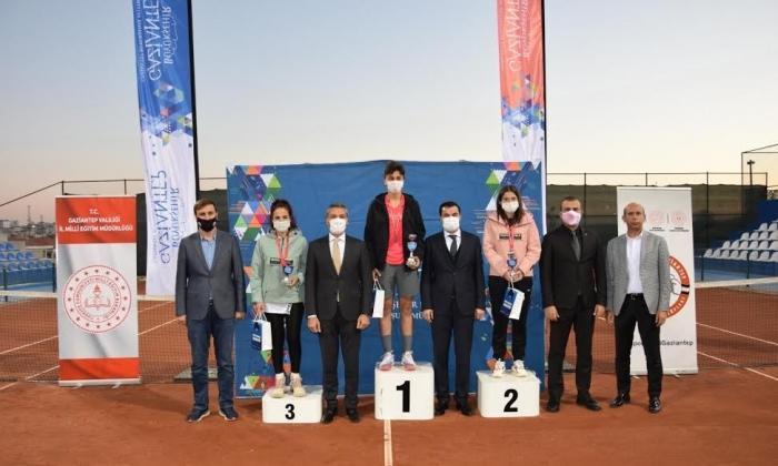 Büyükşehir'den Öğretmenlere Tenis Turnuvası