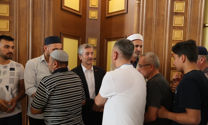 Tahmazoğlu, vatandaşlarla bayramlaştı