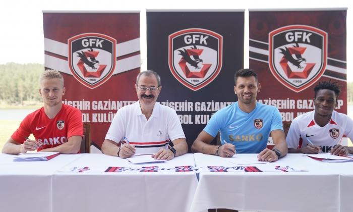 Yeni transferler imzaladı