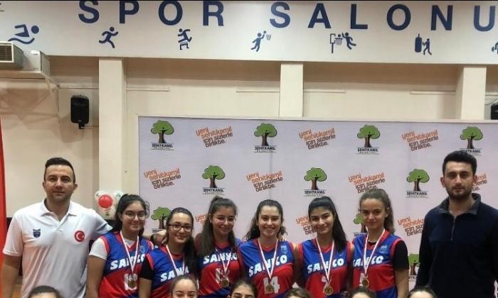 Sanko Okulları Genç kızlar Basketbolda şampiyon