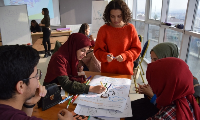 Büyükşehir'den temel gönüllülük eğitimi