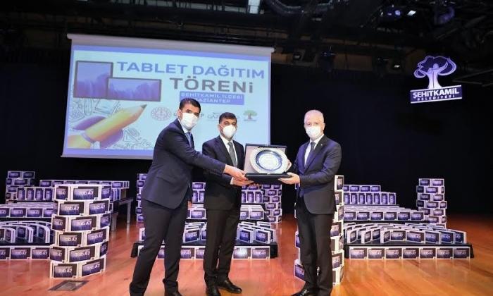 Şehitkamil Belediyesi'nden 10 bin tablet